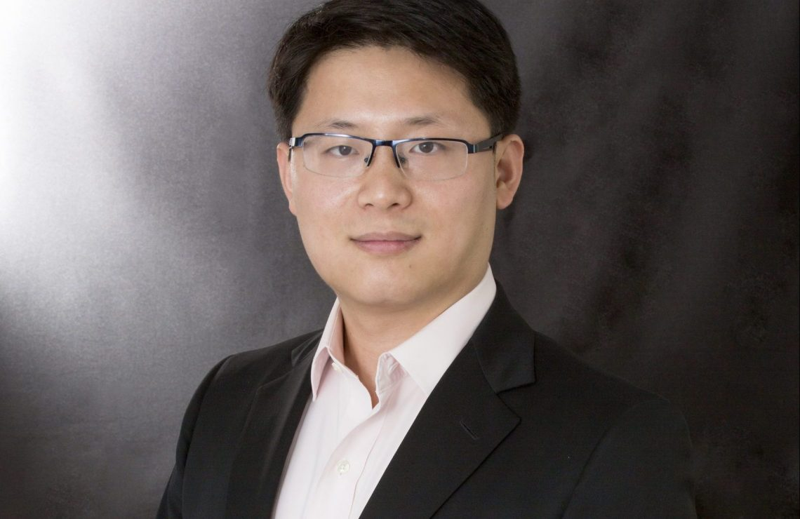Dr. Shiyang Huang receives Faculty Outstanding Researcher Award 2020-21